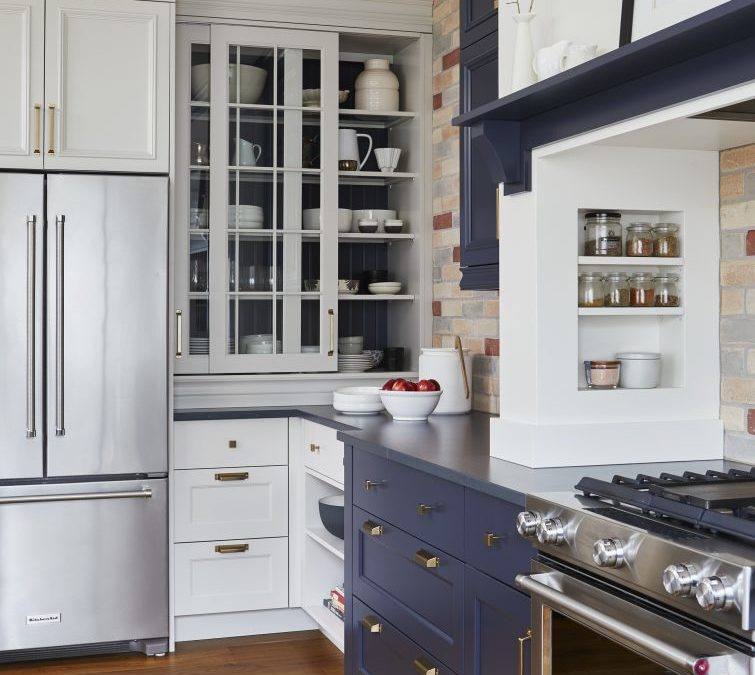 KITCHEN OF BRICK AND CONTRAST