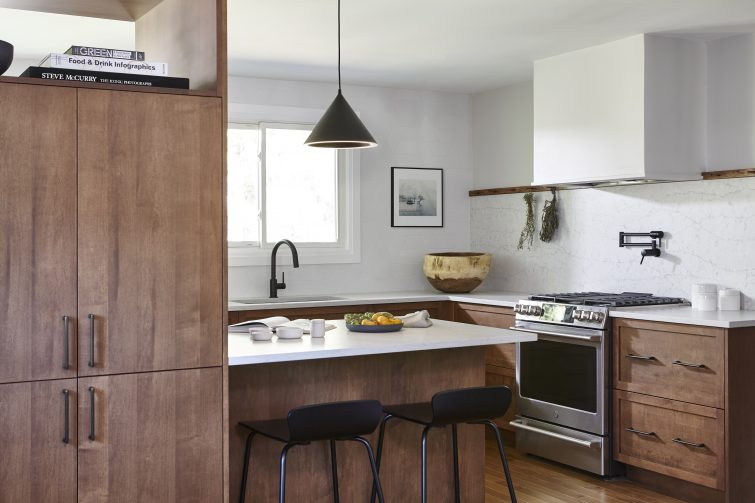 KITCHEN FOR A PHOTOGRAPHER AND FAMILY